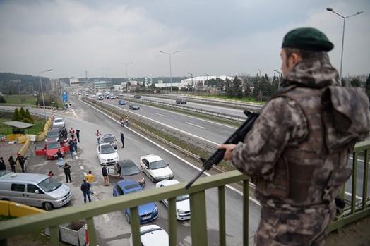 İSTANBUL'DA ŞOK OPERASYON... İSTANBUL'A GİRİŞ ÇIKIŞLAR KAPATILDI...OPERASYONA 1000 POLİS KATILDI...