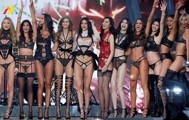 Ve Beklenen 2016 Victoria's Secret Fashion Show Gerçekleşti