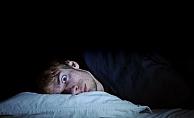Gece Uyurken Karanlık Ortamda Uyuyun!